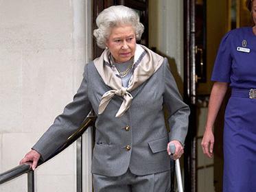 威廉骨折英女王拄拐 当这些伤痛降临王室