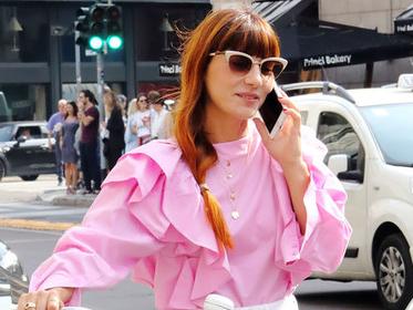 别再穿白衬衫了 今年最火的粉色衬衫帮你招桃花