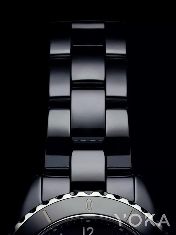 Chanel 全新J12系列腕表(图片来源于品牌)