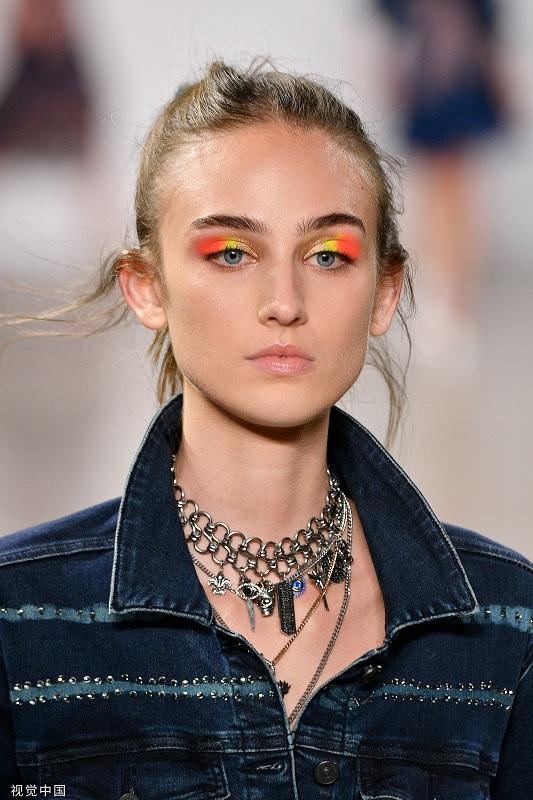 2020春夏纽约时装周:Nicole Miller妆容(图片来源 视觉中国)