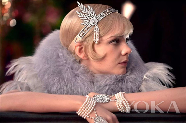 铂金镶嵌钻石、珍珠和黑色缎带SAVOY头饰,来自蒂芙尼古董珍藏库(图片来源于品牌)