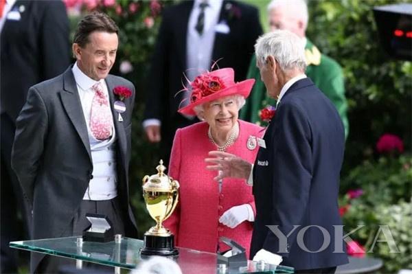 英女王(图片来源于PinkNews)