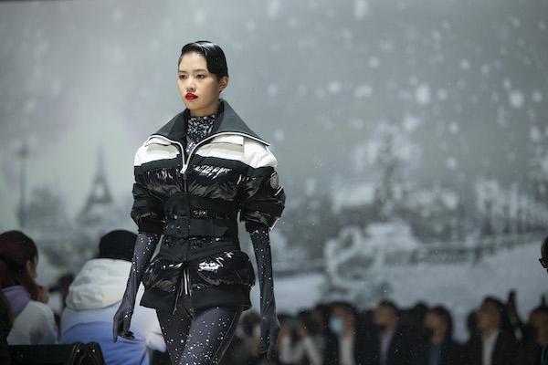 """波司登X前爱马仕创意总监高缇耶发布""""新一代羽绒服"""""""
