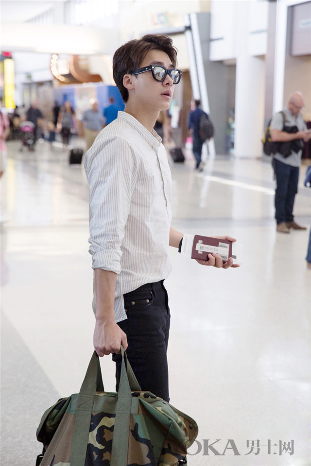 旅行只带白衬衫就够了 连拍的照片都是高逼格