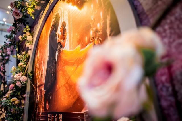 《美女与野兽》主题展上海港汇恒隆广场华丽揭幕