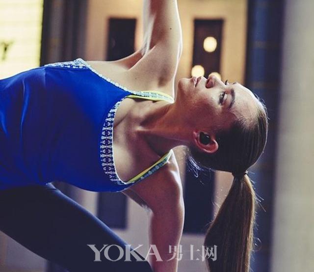 躺着健身戴表测心率智能科技为你的健康操碎了心