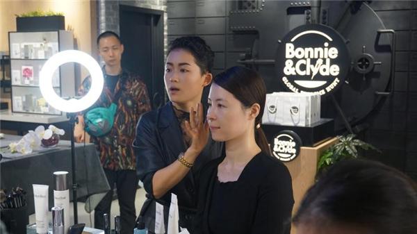"""""""十分""""女神 Bonnie&Clyde沙龙教你打造自然妆容"""
